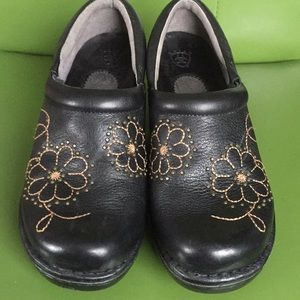 Ariat Black Leather Clogs Size 6